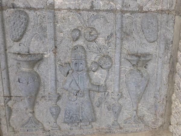 ثبت ملی سردر سنگی عمارت احمدقلی خان در چادگان