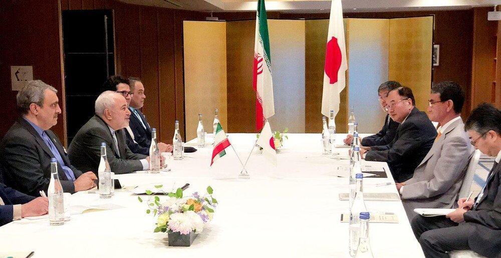 دیدار ظریف با همتای ژاپنی خود ، وزیر خارجه لیبی هم با ظریف تبادل نظر کرد